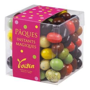 Le cube d'oeufs en chocolat multicolores